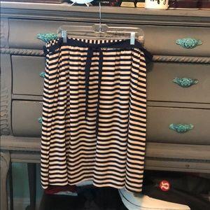 Dresses & Skirts - Trendy Skirt!